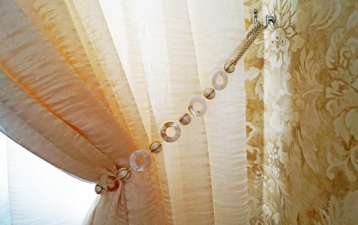 Балдахин и шторы в современном стиле для спальни.