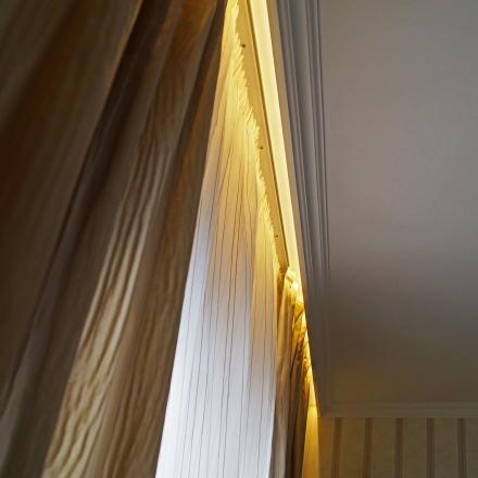 Подсветка штор в спальне