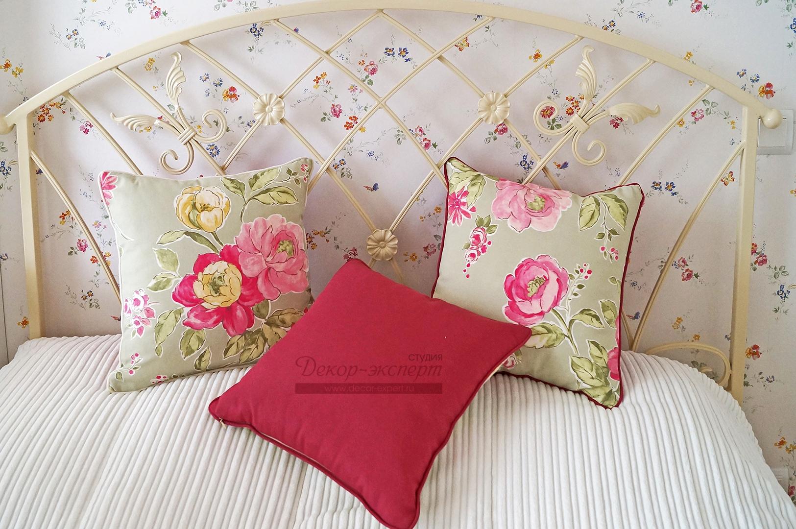 Декоративные подушки из хлопковой ткани с цветочным принтом