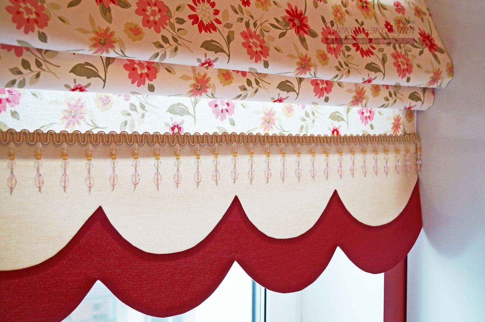 Хлопковая ткань с цветочным принтом на римской шторе