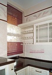 Римская штора на окне в кухонной зоне. Проект в Тольятти.