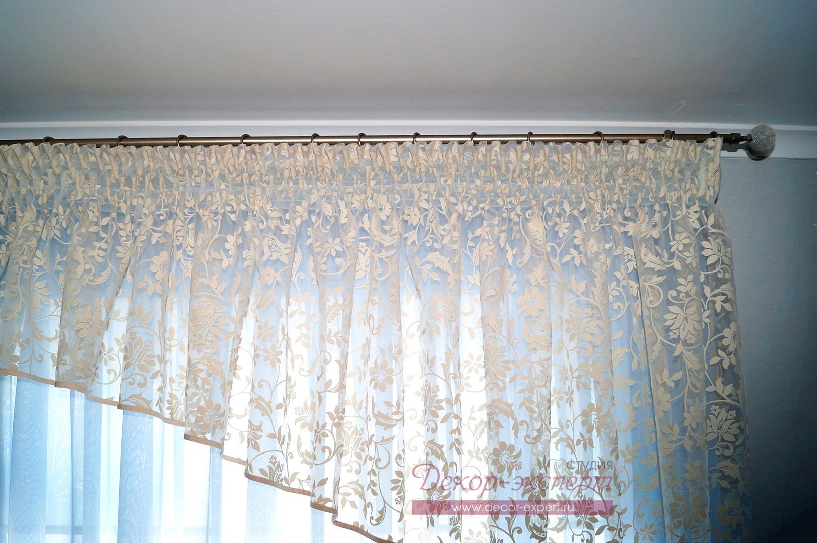 Ламбрекен на шторной ленте с ассиметричным арочным краем