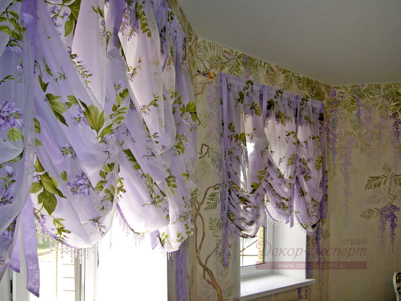 Австрийские шторы из органзы деворе с изображением цветов глициний