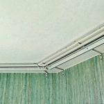 Профильные алюминиевые карнизы для многослойных штор в спальню.